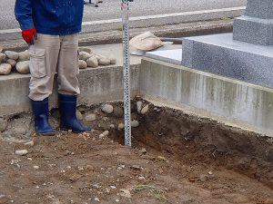 お墓の基礎、掘削、前部